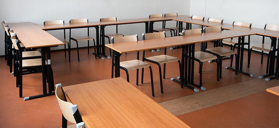 <h1>Мебель для школ и дошкольных учреждений</h1><p>Производство одно- и двухместных ученических столов, стульев, мебели для дошкольных учреждений</p><a href='index.php?route=product/category&path=66'>Подробнее</a>